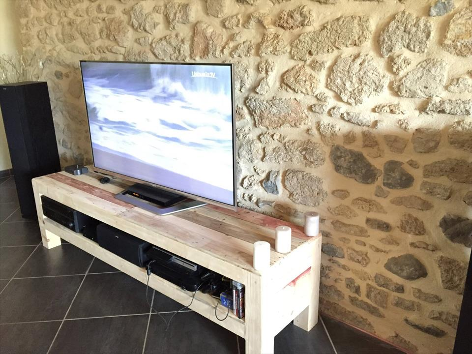 Handcrafted pallet xl size media stand