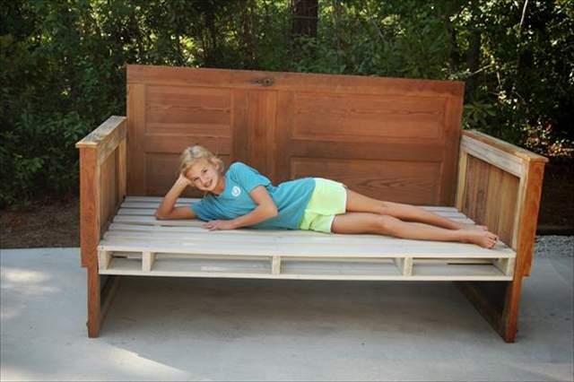 12 DIY Pallet Daybed Ideas | 1001 Pallet Ideas