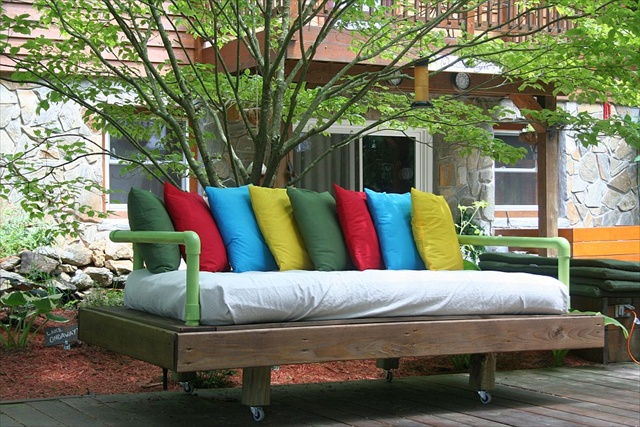 Pallet daybed tutorial