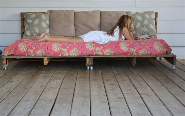 Pallet Daybed For Girl's