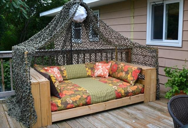 12 diy pallet daybed ideas 1001 pallet ideas. Black Bedroom Furniture Sets. Home Design Ideas