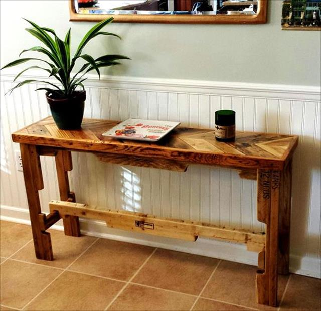 DIY recycled pallet side table