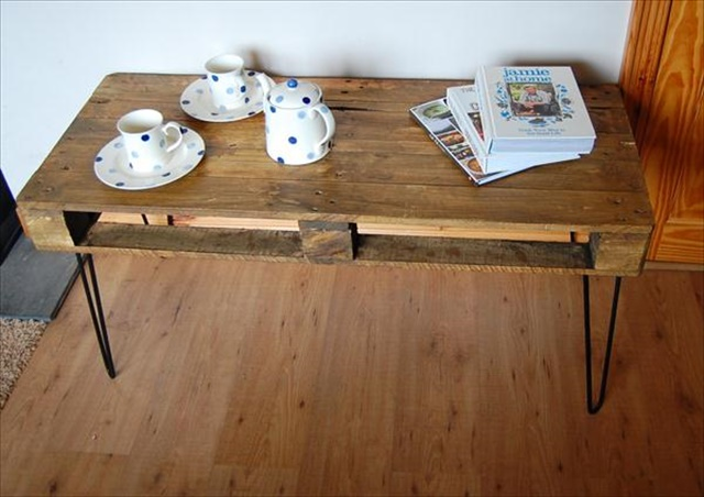 diy-industrial-style-vintage-pallet-coffee-table
