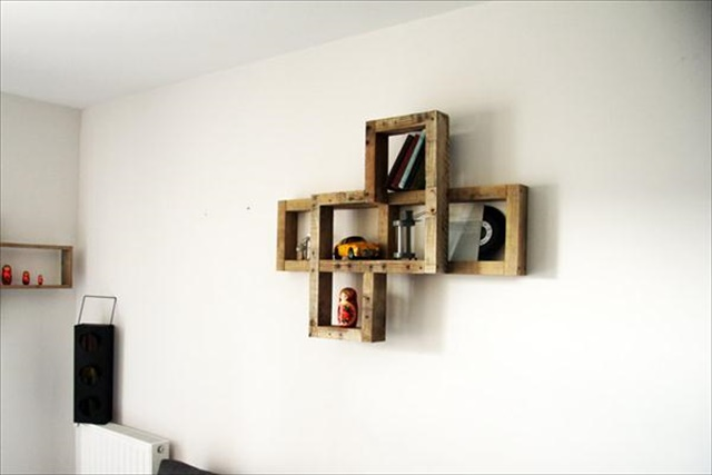 diy-pallet-decorative-wall-shelf