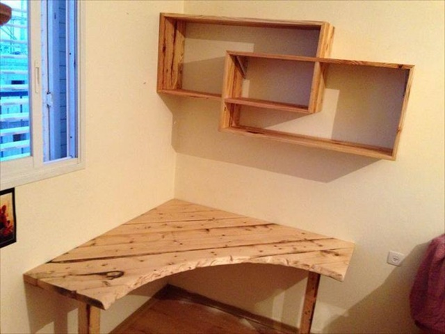 diy-pallet-sectional-desk-with-shelves
