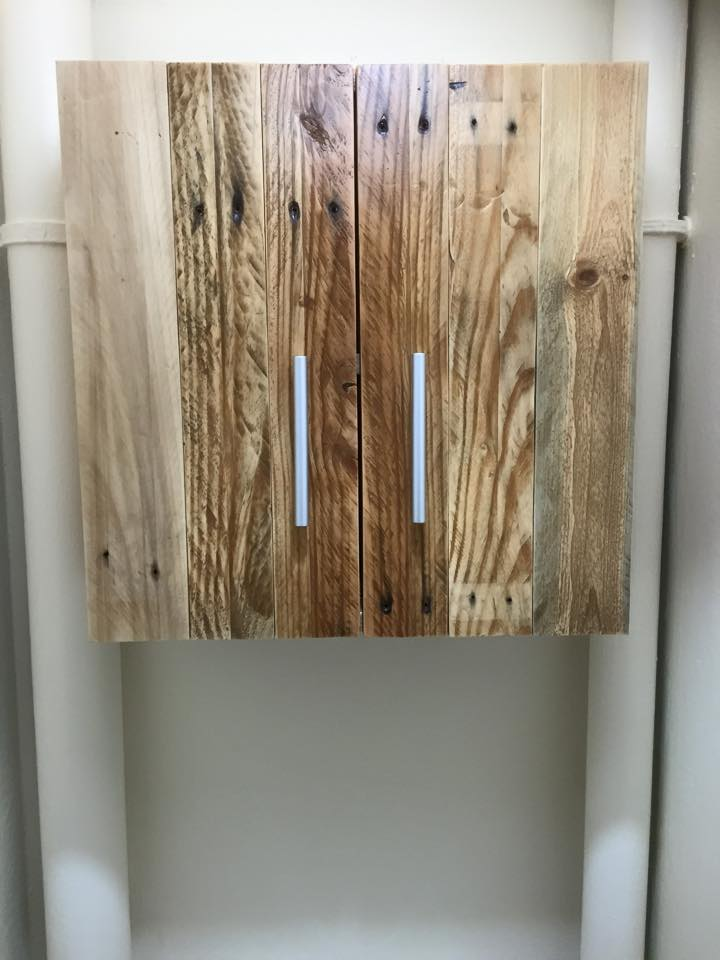 Recycled pallet small cabinet
