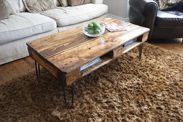 one-pallet-coffee-table-with-metal-hairpin-legs
