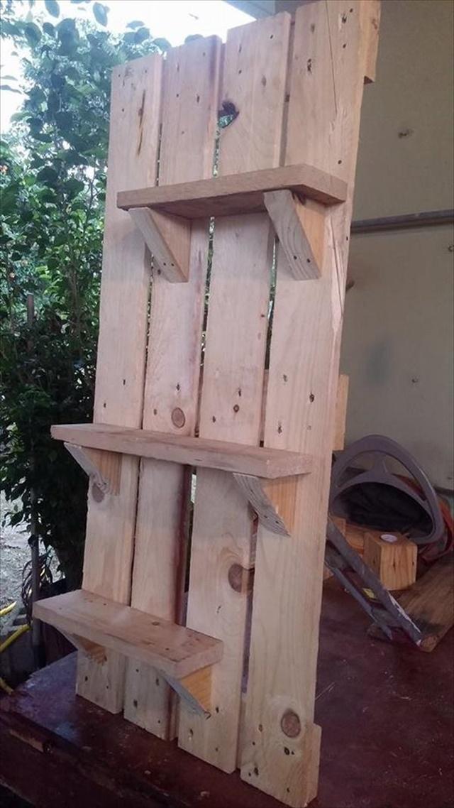 pallet-art-style-shelving