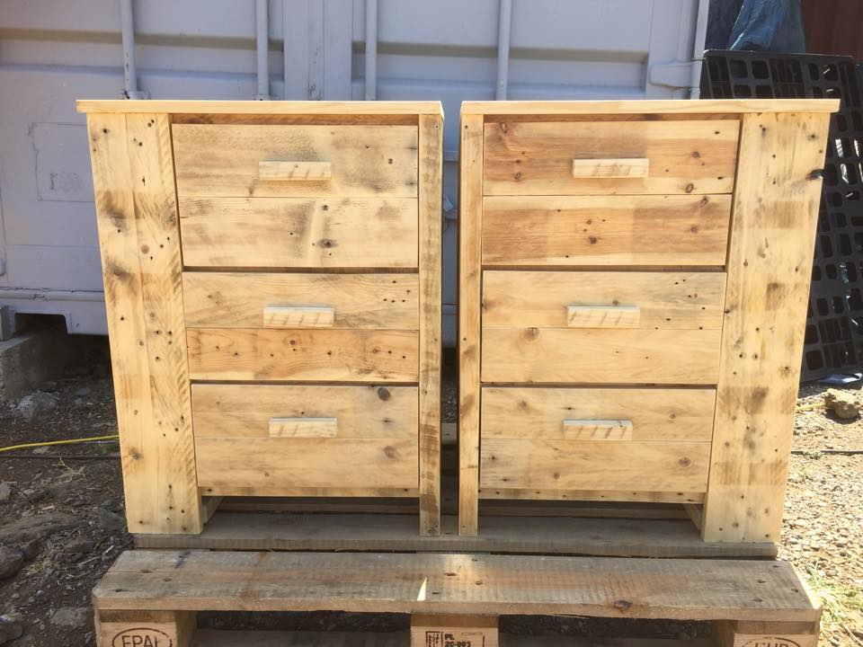 Recycled pallet three drawer unit for bathroom