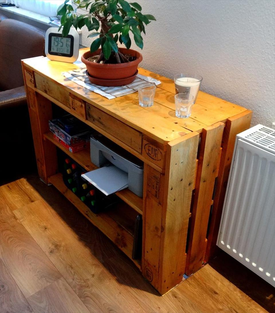 low-cost wooden pallet side table