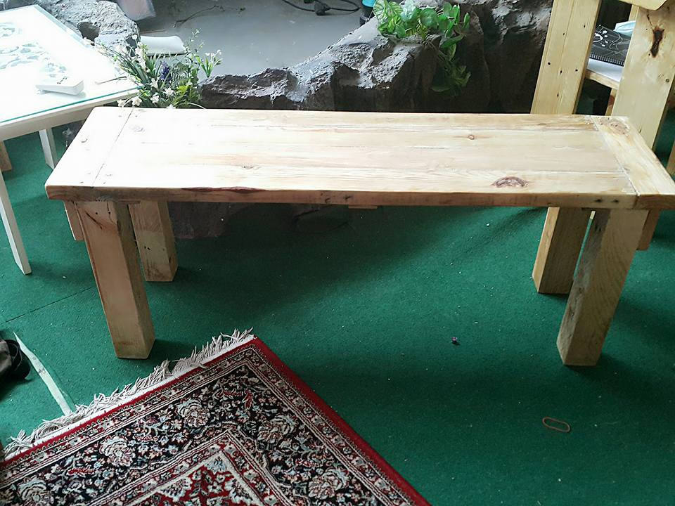 Reclaimed pallet bench for lawn and garden